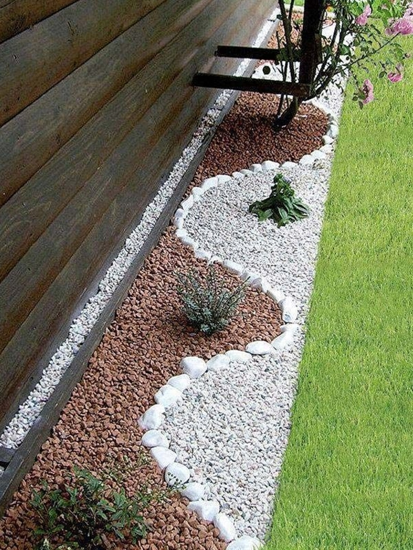 The courtyard is a great place for enjoying your relax time. If you are looking for some ideas to enhance the beauty of your courtyard, then you should take a look at these inspirational examples of how to decorate the garden with pebbles. Pebbles are great materials for gardening design close to nature.