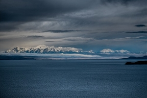 El Illimani (6462m) sobre las aguas del Titicaca, desde la Isla...