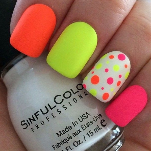 If you want to have nails that will attract everyone's attention – neon nail design is the right choice!