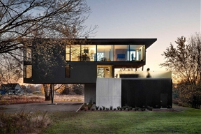 """Cantilevered """"Treehouse Residence"""" Neighbored by Orchards and Vineyards"""